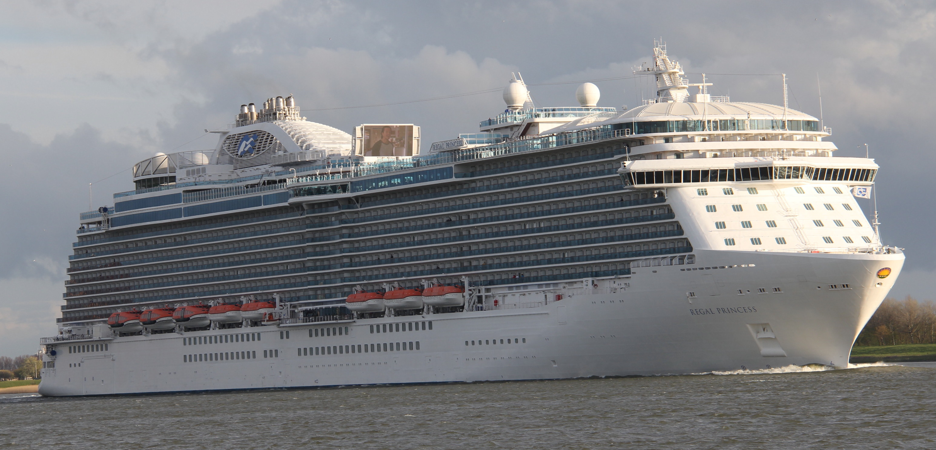 regalprincess01.jpg